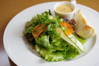 サラダ・スープ・パンのプレート/カフェ・アグレアヴル